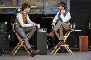 Eddie Redmayne & Jude Law on set Fantastic Beasts: The Crimes of Grindelwald