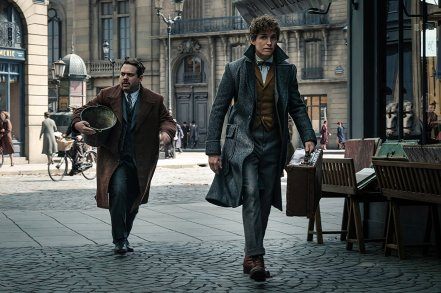 Dan Fogler & Eddie Redmayne in Fantastic Beasts: The Crimes of Grindelwald