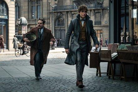 Dan Fogler & Eddie Redmayne in Fantastic Beasts: The Crimes of Grindelwald