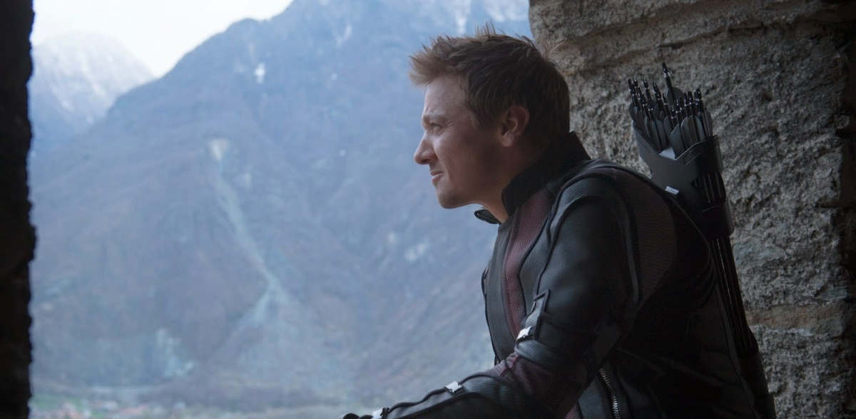 "Hawkeye Is On ""His Own Journey"" in 'Avengers: Infinity War'"