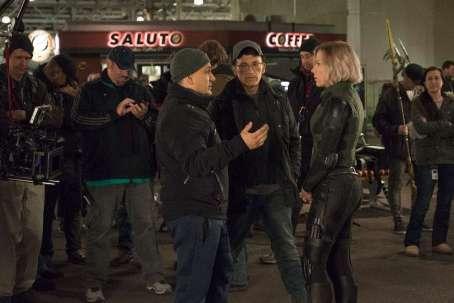 Joe Russo, Anthony Russo & Scarlet Johansson on set Avengers: Infinity War