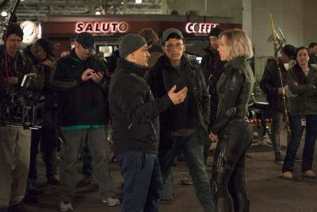Joe Russo, Anthony Russo & Scarlet Johansson on set Avengers: Infinity War