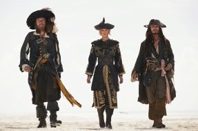 Geoffrey Rush, Keira Knightley & Johnny Depp in Pirates of the Caribbean: At World's End